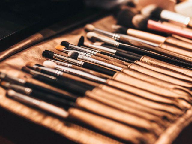 Brochas y pinceles de maquillaje de ojos