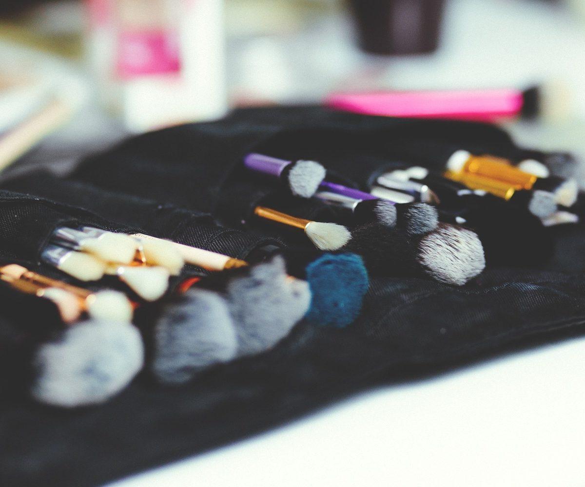 limpieza de brochas de maquillaje
